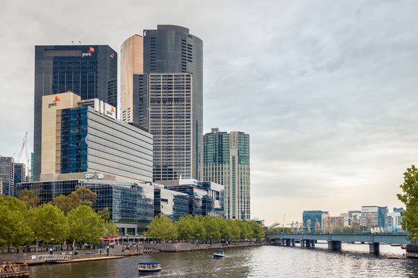 Book a luxury boat tour with the Yarra River cruise specialist