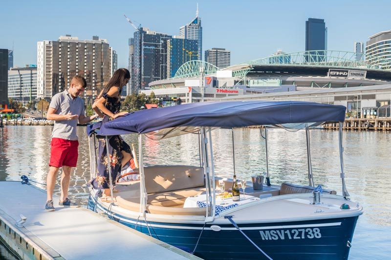self drive boat hire for couples, private cruising in Melbourne