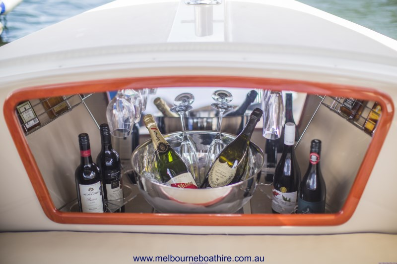 Melbourne Boat Hire - Luxury eco-friendly self-drive hire boats
